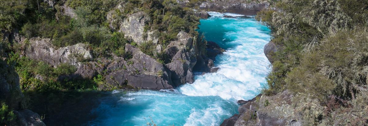 Река Waikato — дамба и водопад Huka Falls